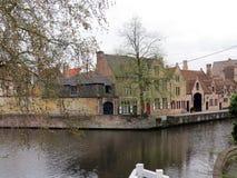 Europa, Belgien, Westflandern, Brügge, der zentrale Stadtteil, der den Wasserkanal übersieht lizenzfreie stockfotografie