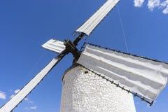 Europa, Biali wiatrowi młyny dla szlifierskiej banatki Miasteczko Consuegra ja Fotografia Stock