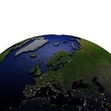 Europa bij nacht op model van Aarde met in reliëf gemaakt land Stock Afbeelding