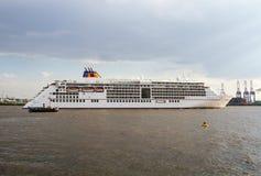 Europa 2 del barco de cruceros en Hamburgo Imagenes de archivo