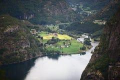 Europa-Dorf im Fjord Stockbild