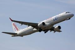 Europa Embraer 190 del aire que saca Imágenes de archivo libres de regalías