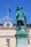 Europa, Escandinavia, Suecia, Goteburgo, Gustav Adolfs Torg, estatua de bronce del fundador Gustav Adolf de la ciudad en la oscur Fotos de archivo libres de regalías