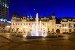 Europa fyrkant med den upplysta springbrunnen på natten Batumi Georgia Fotografering för Bildbyråer