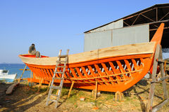 Europa, Grecia, Halkidiki, edificio de madera del barco Fotos de archivo libres de regalías