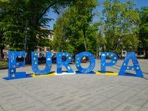 Europa i stora blåa bokstäver arkivbild