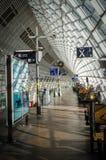 Europa: Interior moderno do estação de caminhos-de-ferro Imagens de Stock