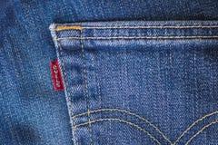 EUROPA, am 9. März 2018 - Europa bedroht Tarife auf US-Jeans als Handelskonfliktwebstühle stockfotografie