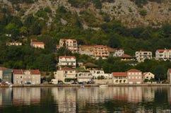europa Mediterraan gebied ADRIATISCHE OVERZEES Kroatië Toeristische stad dichtbij de waterherfst van 2012 Stock Foto's