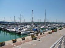 europa Mittelmeerraum ADRIATISCHES MEER Dalmatiner Riviera Festgemachte Yachten in den Strahlen des Sonnenlichts Jachthafen der S Stockfotografie