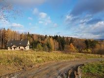 europa polen Podkarpackie Rymanow Zdroj De herfst 12 november 2017 De herfst` s mening van rand Stock Afbeelding