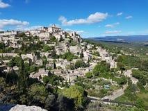 europa Süden von Frankreich Provence Vaucluse Gordes im Stadtzentrum gelegen Mai 2016 Panorama der alten Stadt lizenzfreie stockfotos