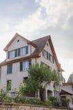 Europa, Szwajcaria, Europa, Szwajcaria, Schaffhausen Wrzesień 28, - Mieszkaniowy dom z słonecznikami w jardzie, 2015 - Obrazy Stock
