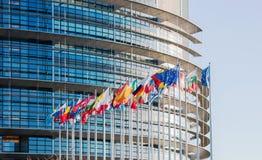 Europaparlamentetfasad med allt land fl för europeisk union för E. - Royaltyfri Fotografi