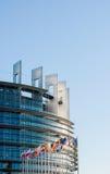 Europaparlamentetfasad med allt land fl för europeisk union för E. - Royaltyfria Foton