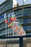 Europaparlamentetfasad med allt land fl för europeisk union för E. - Royaltyfri Foto