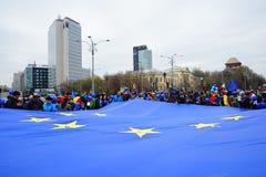 Europeisk beröm för facklig flagga i Bucharest, Rumänien Arkivbilder