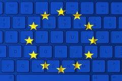 Europeisk facklig flagga och datortangentbord i bakgrunden arkivbild