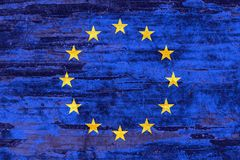 Europeisk facklig flagga på träbrädebakgrund Royaltyfri Fotografi