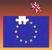 Europeisk facklig flagga som missa det Förenade kungariket Storbritannien pusselstycket, Brexit, EU-solnedgång Royaltyfria Bilder