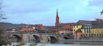 Europeisk horisont med bron Arkivfoton