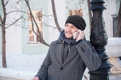Europeisk man som talar på telefonen Royaltyfri Foto