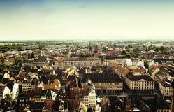 europeisk solnedgångsikt för flyg- stad Arkivbild