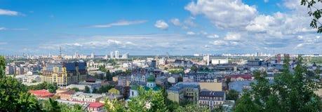 Europeisk stadspanorama Kiev cityscape Fotografering för Bildbyråer