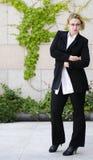 Europeisk ung härlig affärskvinna i exponeringsglas. Royaltyfria Bilder