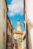 Europeiska byggnader och Cesky Krumlov rockerar i tjeck Fotografering för Bildbyråer