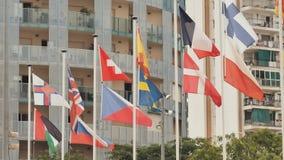 Europeiska flaggor p? gatan i Calella spain lager videofilmer