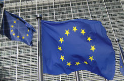 Europeiska kommissionenhögkvarter i Bryssel med europeisk union Arkivfoton