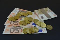 Europeiska pengar på en svart tabell Royaltyfria Foton