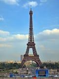 Europeiska städer - den Paris staden - Eiffel torn Arkivbild