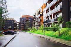 Europeiskt komplex av hyreshusar arkivfoton