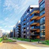 Europeiskt modernt komplex av bostads- byggnader royaltyfri foto