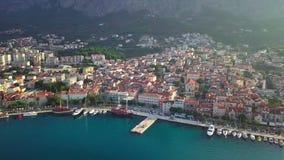 europejczycy Chorwacja Makarska Dziejowy centrum i zatoka miasteczko Makarska zbiory wideo