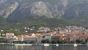 europejczycy Chorwacja Widok miasteczko Makarska od dennego letniego dnia zbiory wideo