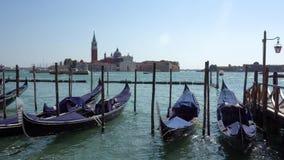 europejczycy Włochy Wenecja Tradycyjny Wenecki łódź stojak przy molem w ranku na kanał grande zbiory