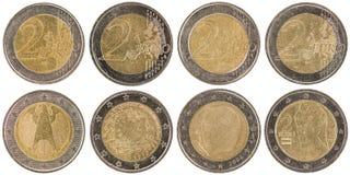 Europejczyk 2 Euro monety stać na czele odosobnionego na białym backgro i popiera Obraz Stock