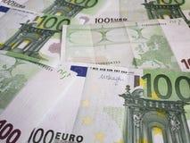 europejscy banknoty 100 euro niezorganizowani zdjęcie royalty free
