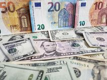 Europejscy banknoty i Amerykańscy dolary rachunków różni wyznania obrazy stock