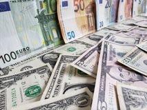 Europejscy banknoty i Amerykańscy dolary rachunków różni wyznania obraz royalty free