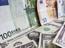 Europejscy banknoty i Amerykańscy dolary rachunków różni wyznania obrazy royalty free