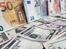 Europejscy banknoty i Amerykańscy dolary rachunków różni wyznania fotografia royalty free