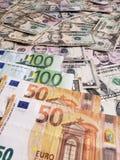 Europejscy banknoty i Amerykańscy dolary rachunków różni wyznania zdjęcia stock