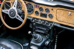 Europejscy klasyczni samochody - stary zegaru wnętrze obraz stock