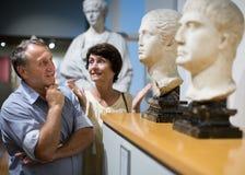 Europejska emeryt rodzina odwiedza dziejową wystawę w Nati Obraz Stock