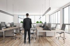 Europejski biznesmen w nowożytnym biurze zdjęcia royalty free