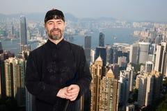 Europejski mężczyzna w tradycyjni chińskie kostiumu w Hong Kong zdjęcia stock